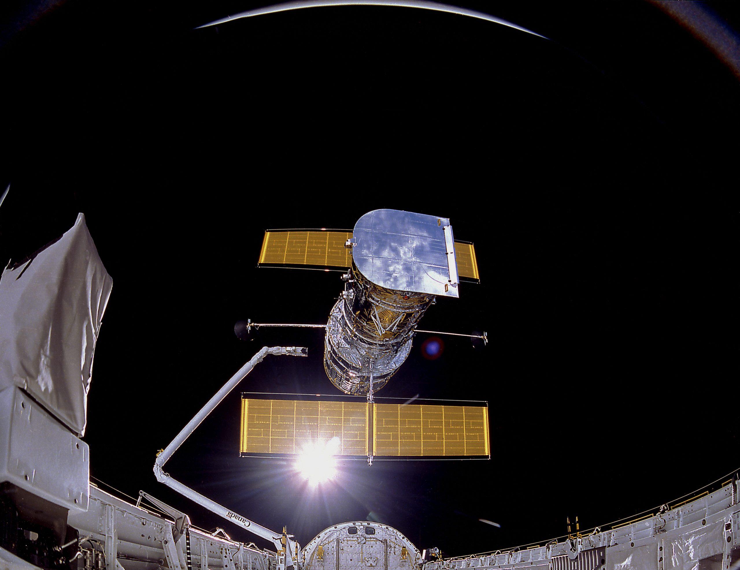 Colocação em órbita Telescópio Hubble Abril de 1990